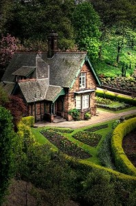 An English cottage - a house from fairy tales
