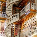 Великолепная лестница в библиотека города Des Moines