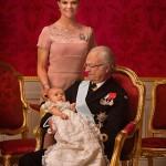 3 поколения: король Густав, кронпринцесса Виктория (она же старшая дочь короля) и ее дочь - Эстель