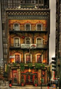 Паб The Albert был открыт в 1864 году и получил он свое название в честь мужа королевы Виктории.   Находится он на Victoria street, 52