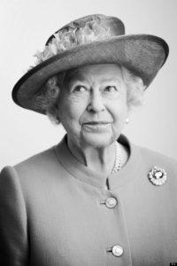 Английскую королеву Elizabeth II по-испански зовут Isabel II. What?!