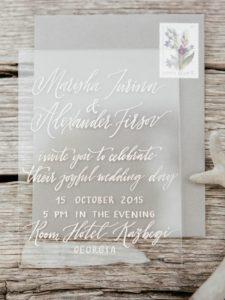 Modern calligraphy очень популярна для всякой свадебной атрибутики