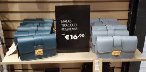 """Вот как может быть так, что по-португальски mala - это и """"чемодан"""" и """"малюсенькая женская сумочка""""?!"""
