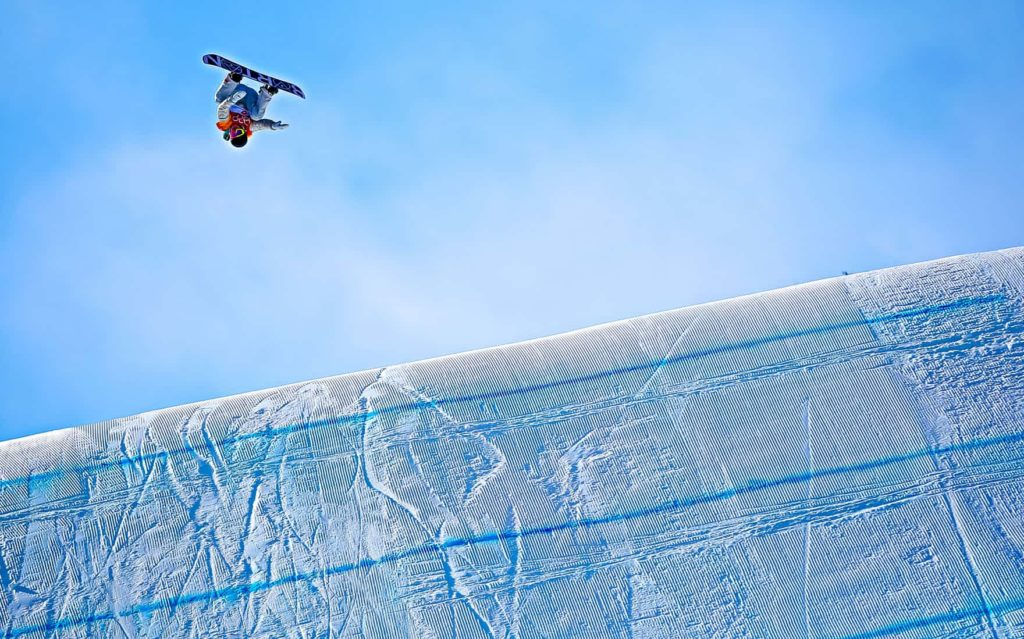 US snowboarder Redmond Gerard wins the gold medal in the slopestyle (The Guardian)